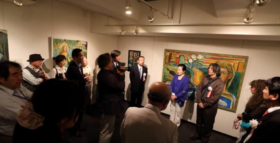 Ignauguración en la Galería Nagai Garou oro de la tarde